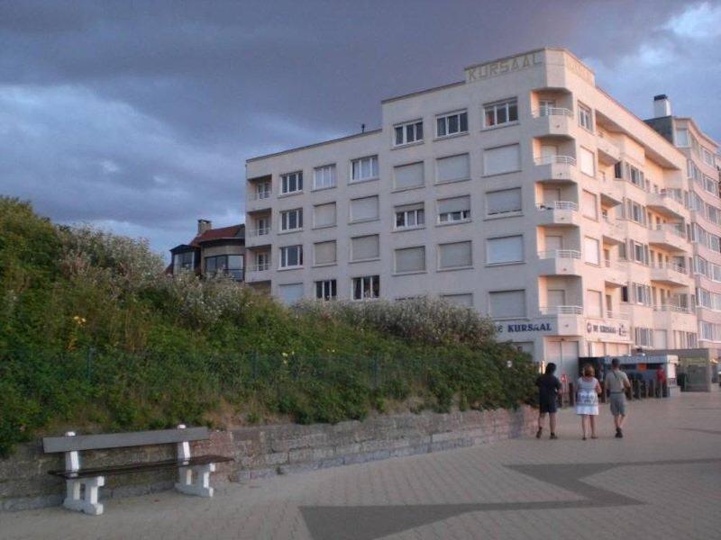 Genieten in sfeervol luxe appartement pal aan zee in DePanne, holiday rental in Ghyvelde
