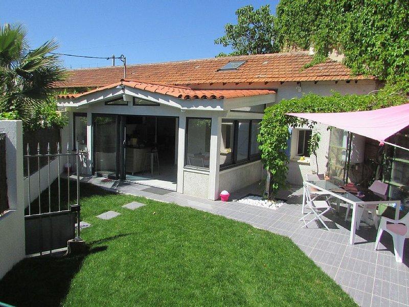 Location d'un Charmant Mazet de 80m2  avec Jardin et Terrasse, holiday rental in Saint-Cyr-sur-Mer