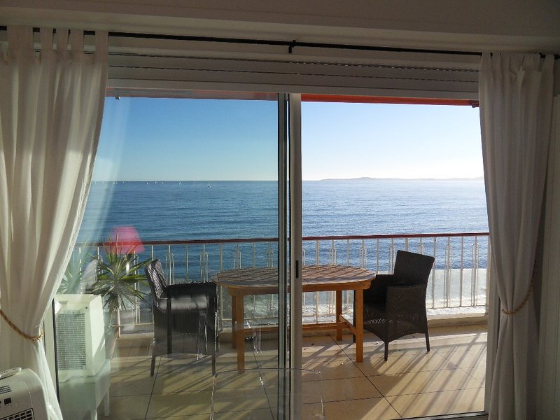 Luxury apartment with stunning seaview  at the waterfront, internet, air-cond., alquiler de vacaciones en Cagnes-sur-Mer