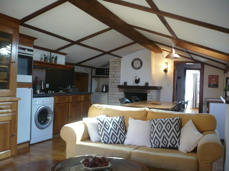 APPARTEMENT DANS VILLA, vacation rental in Saint Florent