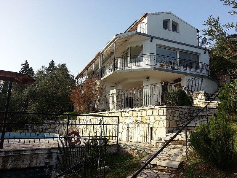 VillaDimitri, Private Pool And Sea Views, aluguéis de temporada em Agnitsini