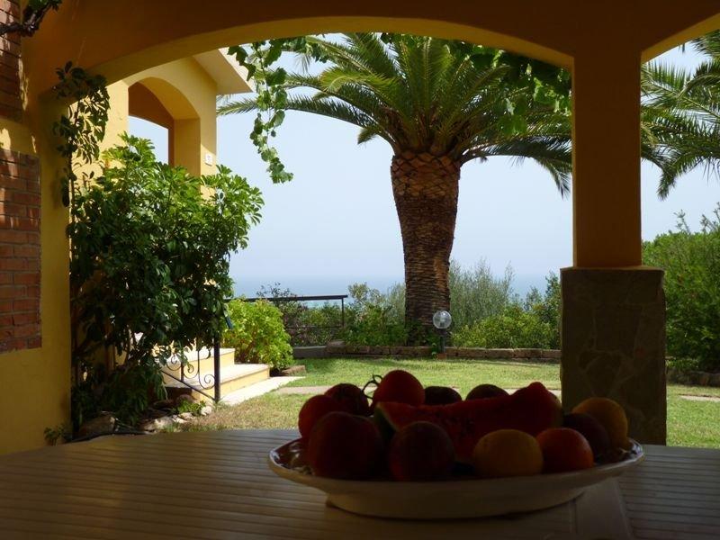 Villa a 8 posti letto a 500 metri dalla spiaggia, vacation rental in Costa Rei
