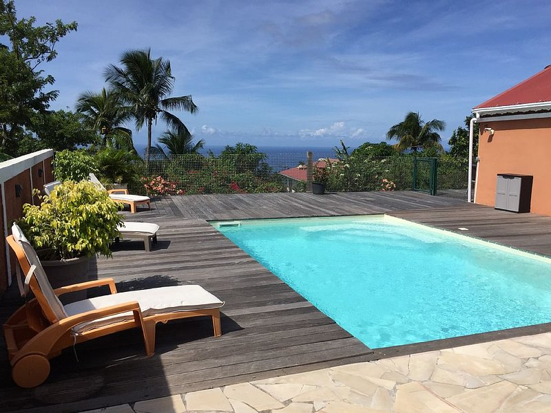 Villa créole vue sur mer avec piscine, 4 chambres a bouillante, location de vacances à Bouillante