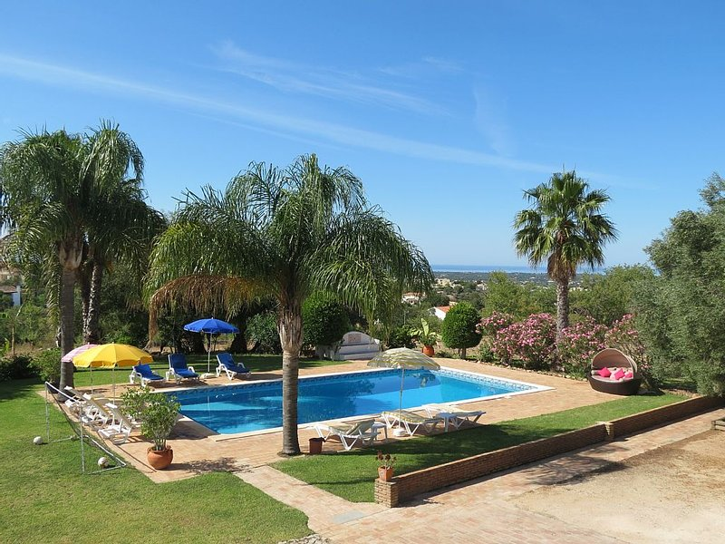 Beautiful Restored Algarve Typical Farmhouse, With Private Pool And Sea Views, vakantiewoning in Loule