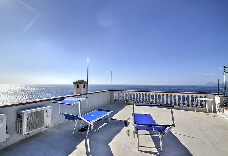 Casa Placida: Una caratteristica casa indipendente costruita sul terreno in pend, vacation rental in Praiano