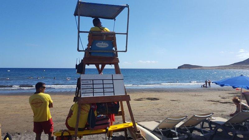 playa del Medano. Tiene socorristas.