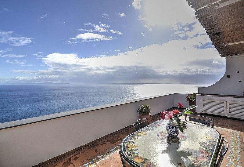 Villa Annagrazia: Una caratteristica casa indipendente rivolta al sole e al mare, vacation rental in Praiano