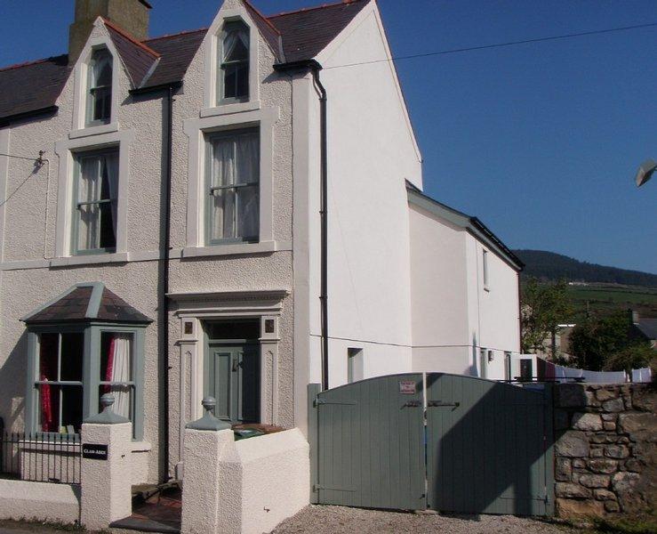 Beautiful house with Wi-Fi in seaside village of Nefyn, Llyn Peninsula, location de vacances à Boduan