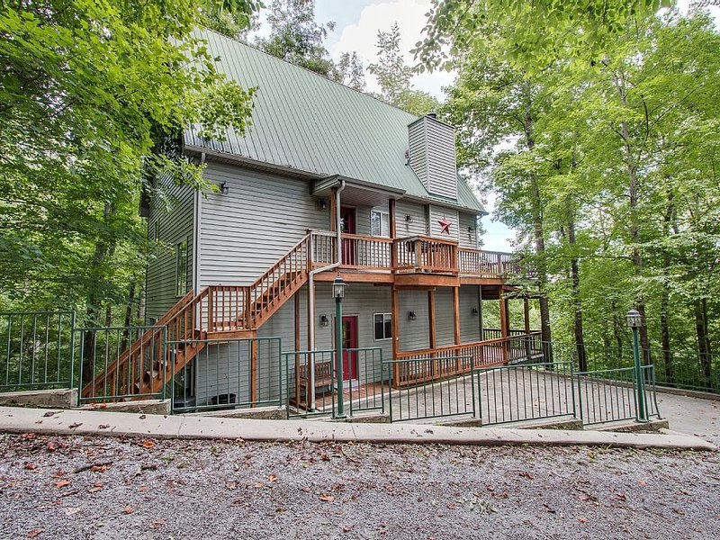 Large Cozy Modern Lake View Home With All Of The Amenities Your Family Needs, holiday rental in Silver Point