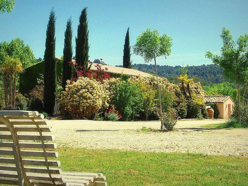 House with garden in Luberon, location de vacances à Villelaure