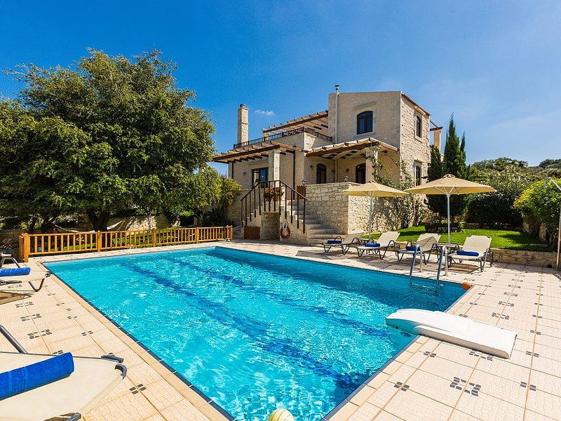 Stone Made villa in picturesque village! Private pool & full privacy!, holiday rental in Meronas