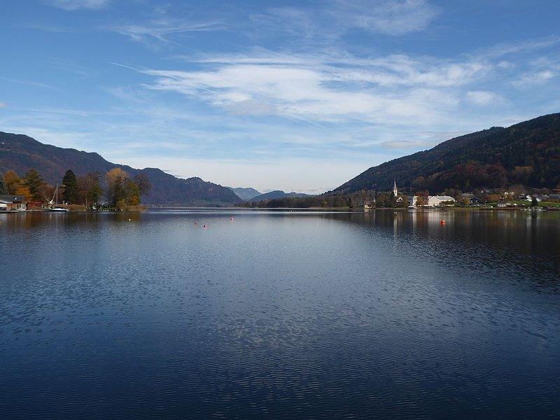 FeWo mit Loggia/Ossiacher See * Badestrand/Liegewiese * Pool * mitten in Kärnten, aluguéis de temporada em Annenheim