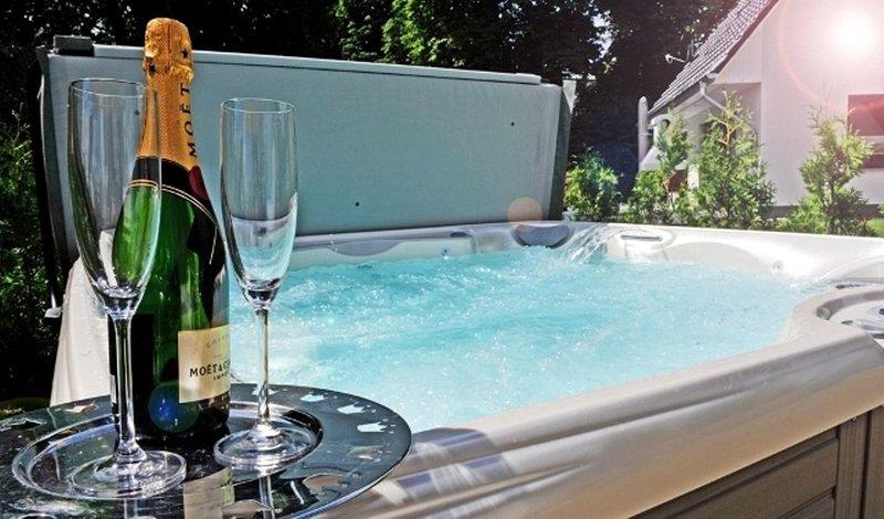 Casa Belvedere am See mit Außenwhirlpool, SkyTV, Kamin, Sauna, Seenähe 70 Meter, holiday rental in Silz