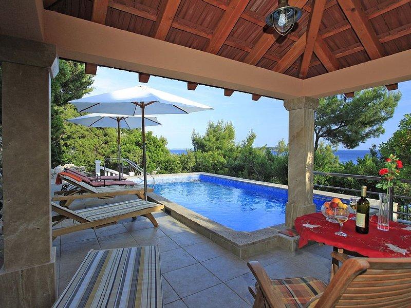 Strandvilla mit Pool, Bootssteg ,Parkplatz, für 8 Personen , Korčula, holiday rental in Korcula Island