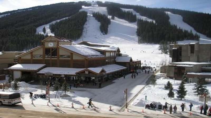 Beautiful Mountain Side Condo...Steps to the 6-Pack Lift!, alquiler vacacional en Copper Mountain