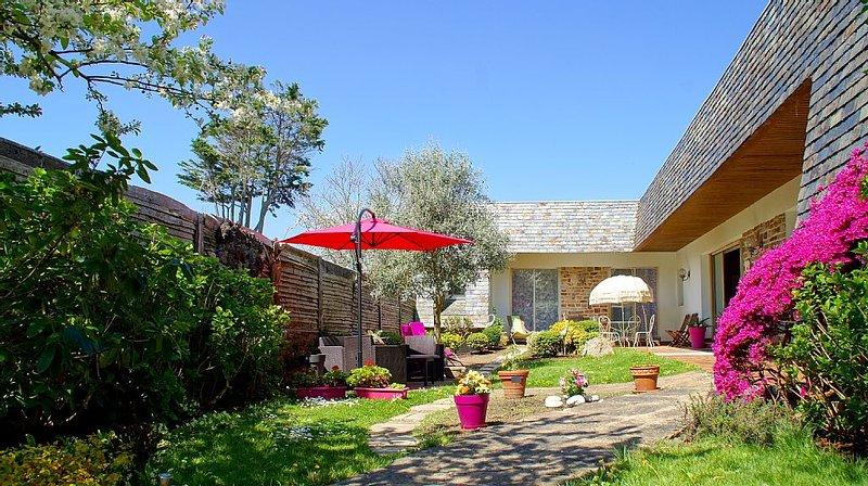 Jolie villa plain pied à 2 pas de la mer, holiday rental in Concarneau