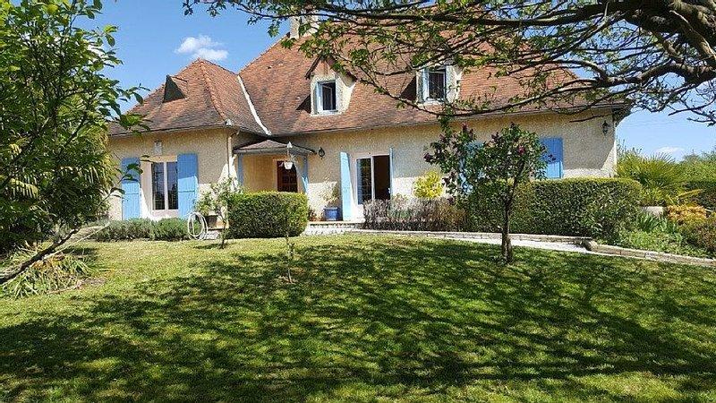 Maison familiale avec piscine, Ferienwohnung in Saint Colomb de Lauzun
