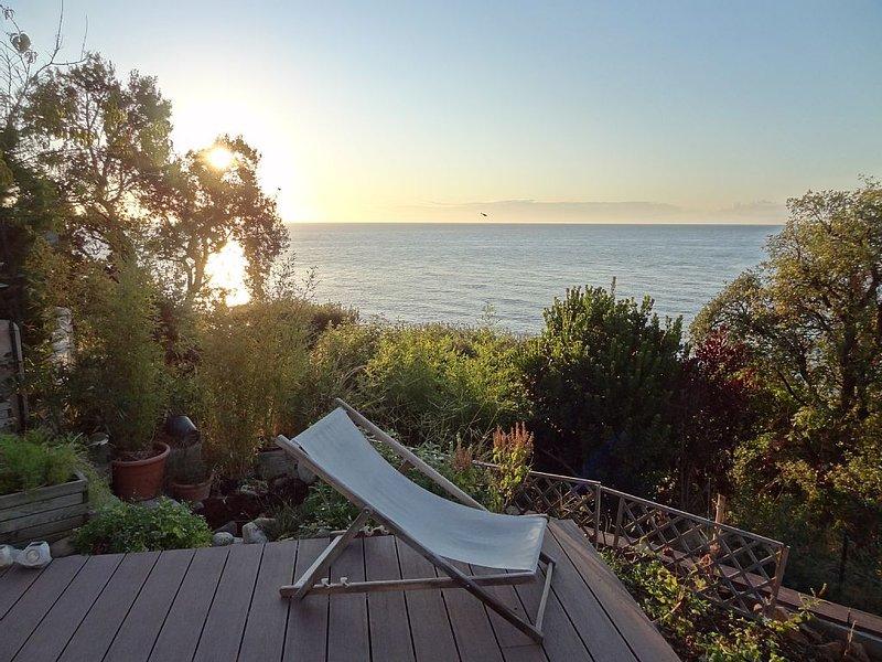 Maison Très lumineuse, spacieuse avec terrasses et SPA vue mer à 180°!, location de vacances à Sari-Solenzara