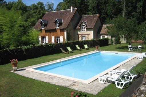 Maison de caractère en plein milieu des bois. piscine privée.4*, location de vacances à Eure-et-Loir