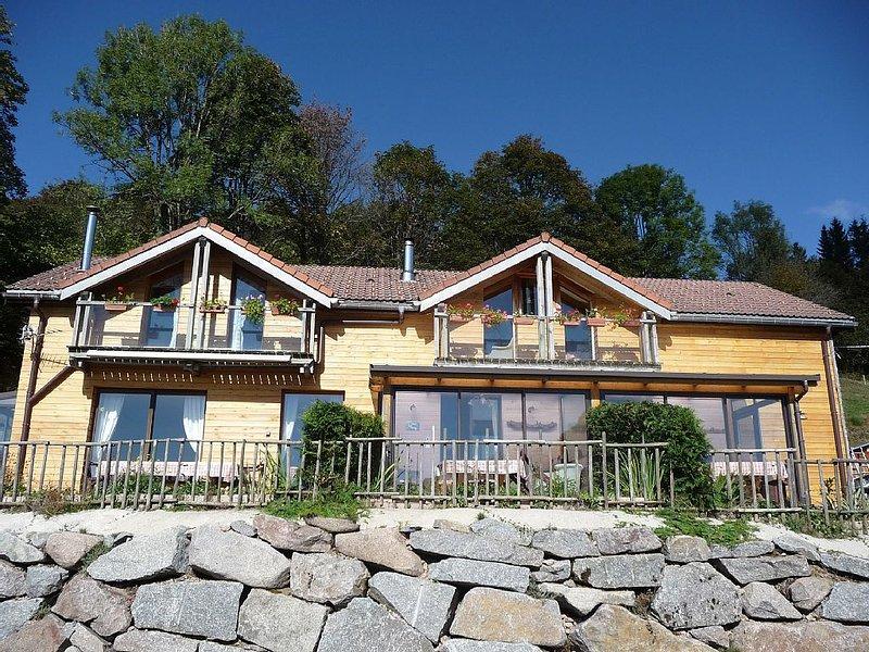Gîte avec terrasse donnant sur le massif au calme et classé 3 étoiles, vacation rental in La Bresse
