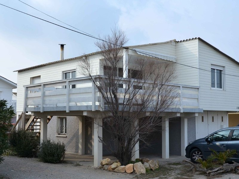 LOCATION CHALET A GRUISSAN, holiday rental in Gruissan