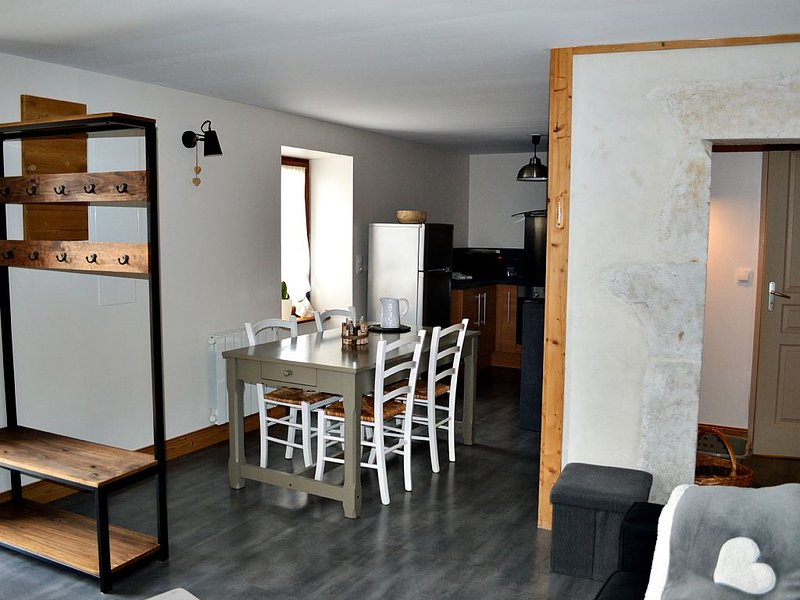 Charming old stone, warmth of wood in contemporary comfort, holiday rental in Saint-Jorioz