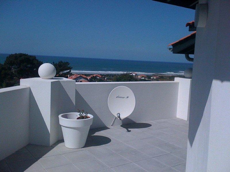 A 300m de la plage, Dernier étage avec grande terrasse, vue à 180° sur l'Océan, location de vacances à Anglet