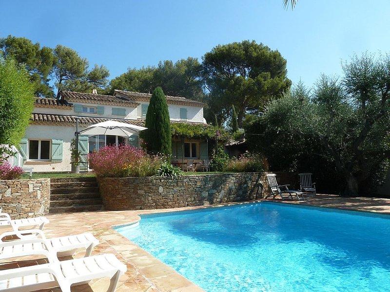 Maison de famille 5ch (climatisation) & piscine, proche centre-ville et plages, holiday rental in Cavalaire-Sur-Mer