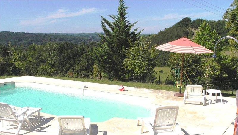 Coeur Périgord Noir, maison en pierre proche  Sarlat, piscine  calme et reposant, vacation rental in Mouzens