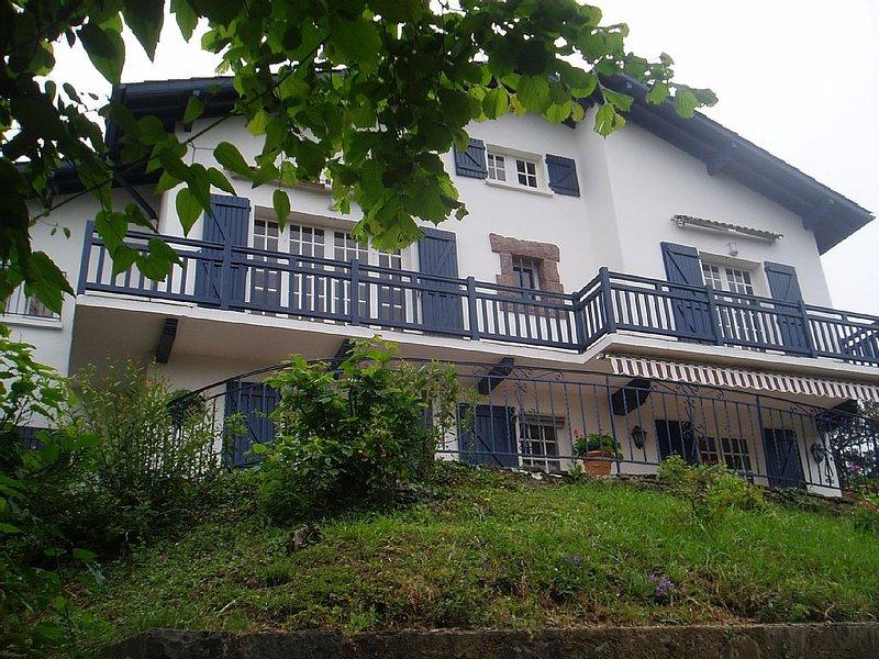 Sur hauteurs St Jean de Luz, belle villa plein Sud 10 pers au calme dans verdure, location de vacances à Saint-Jean-de-Luz