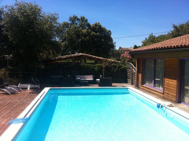 Villa proche d'Uzès, 230m², 16 pers. Max, Accès PMR, holiday rental in Saint-Laurent-La-Vernede
