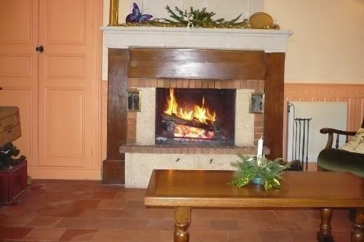de octobre à fin mars la cheminée vous réchauffera à votre  arrivée; bois