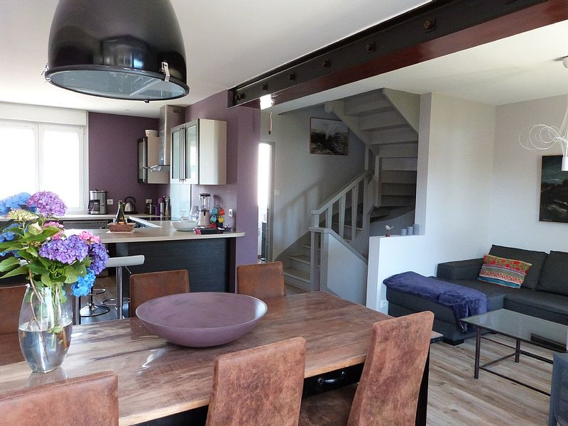 Bright tastefully decorated house 300 meters from the Sables Blancs beach., holiday rental in Concarneau