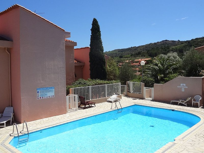 Beautiful apartment in Collioure, quiet, in residence with pool and garden, Ferienwohnung in Collioure