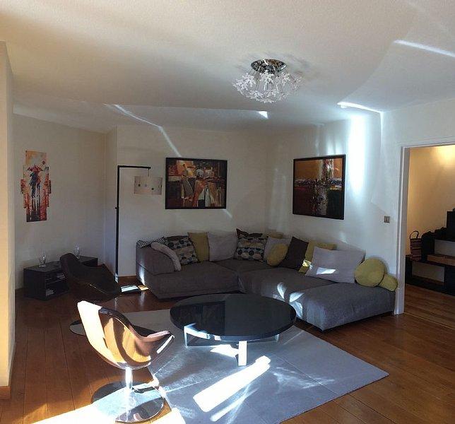 Très bel appartement lumineux de 5 pièces, 9è étage, idéalement placé, holiday rental in Demonte