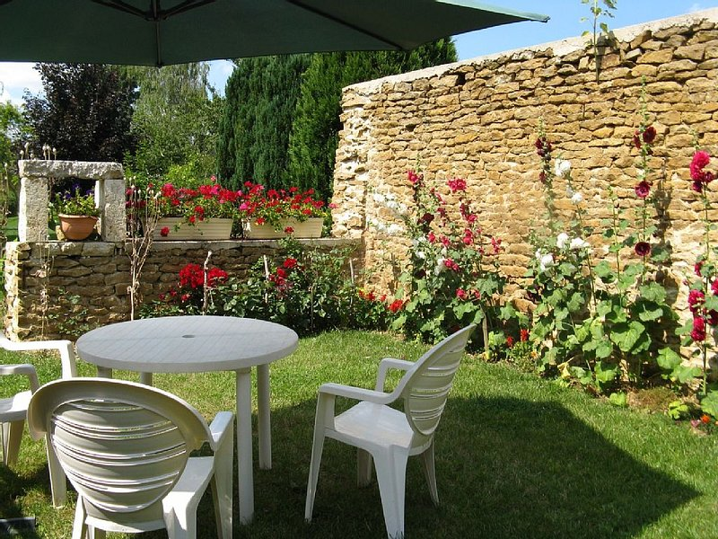 maison indépendante au sein d'un village avec commerces labellisée 3 étoilese, casa vacanza a Haute-Marne
