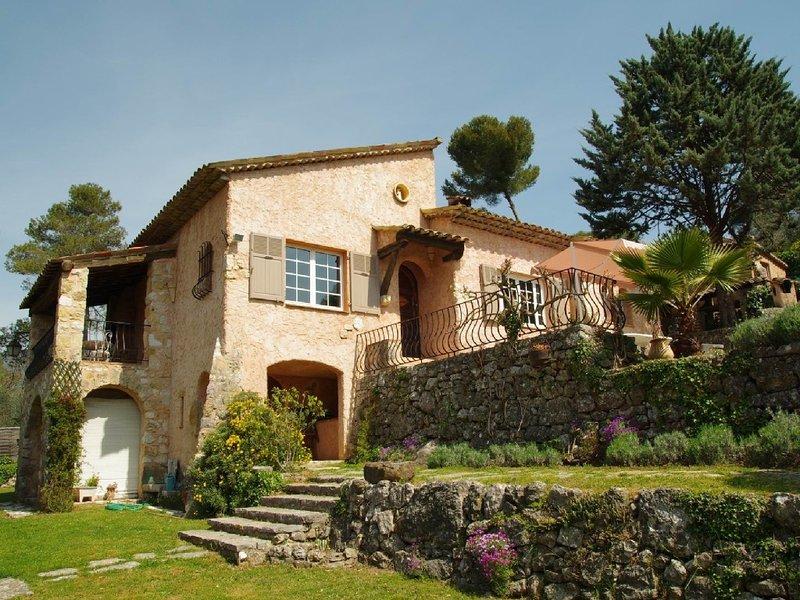 Villa de charme indépendante piscine privative, proche commerce plage, holiday rental in Roquefort les Pins