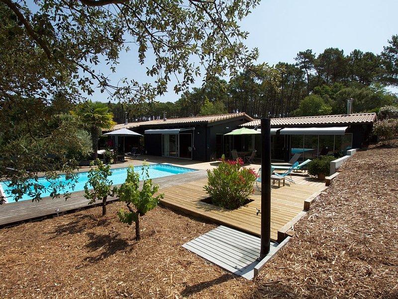Très belle villa avec piscine Lacanau Océan, face au golf, vacation rental in Lacanau