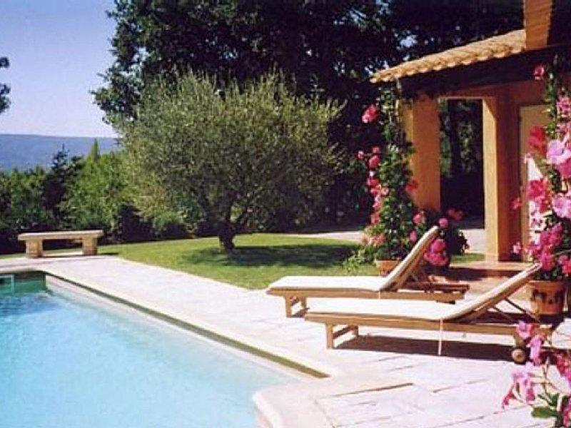 Cottage pour 2 personnes avec piscine privée dans parc arboré classé 3*, holiday rental in Roussillon