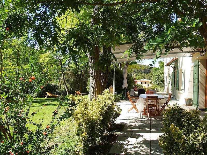 Ancien Mas provençal plein de charme. 4200m² clôturés. Piscine, holiday rental in Plan-d'Aups-Sainte-Baume