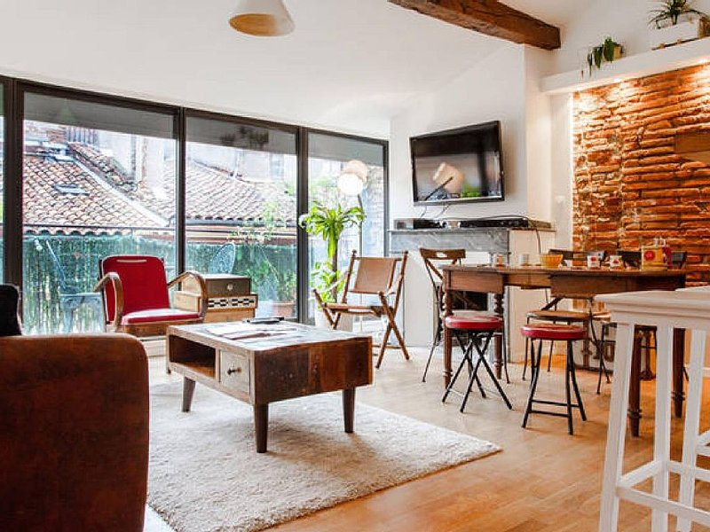Duplex hypercentre Carmes, climatisé, terrasse, holiday rental in Toulouse