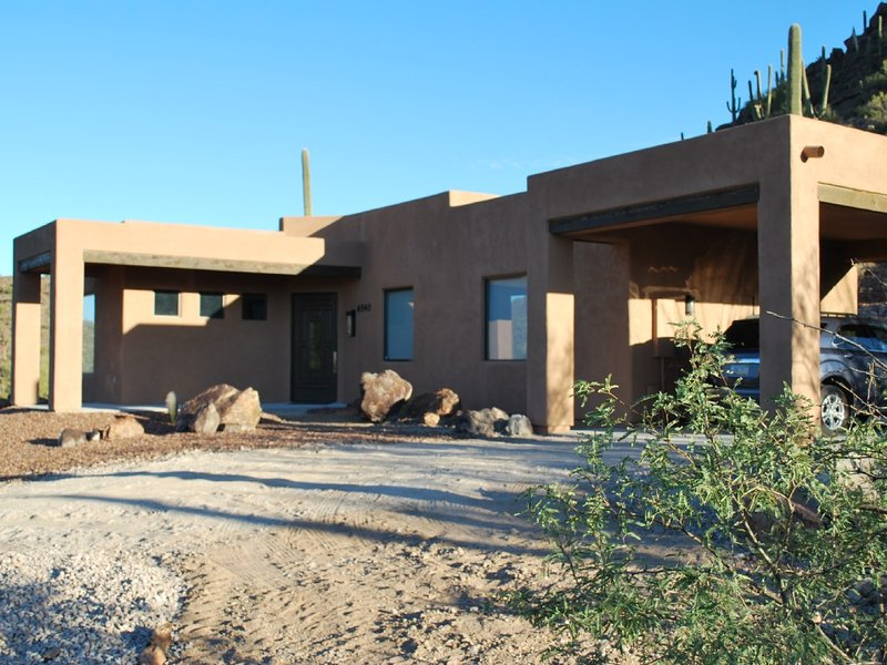 Stunning Desert Contemporary Home*AC*Free WiFi*Cable TV*Grill*Hiking Activity, alquiler de vacaciones en Tucson