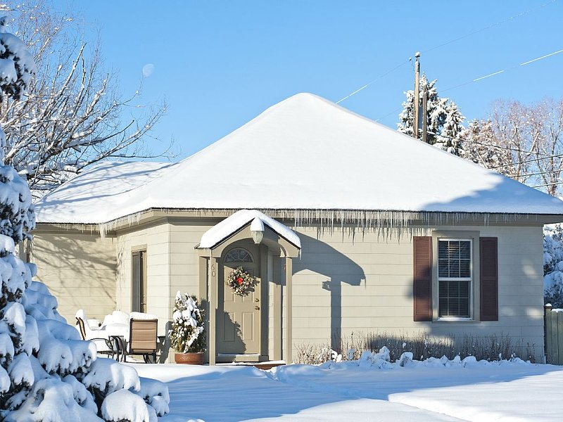 'Zen Palace', Easy Drive to Grand Targhee, Jackson Hole & Yellowstone!, vacation rental in Driggs
