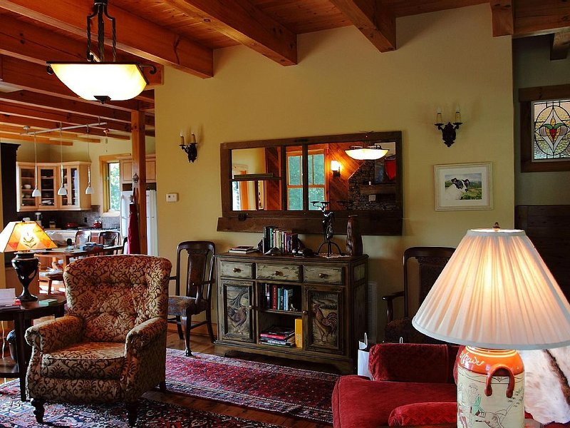 Come experience absolute tranquility... without roughing It!, holiday rental in Grassy Creek