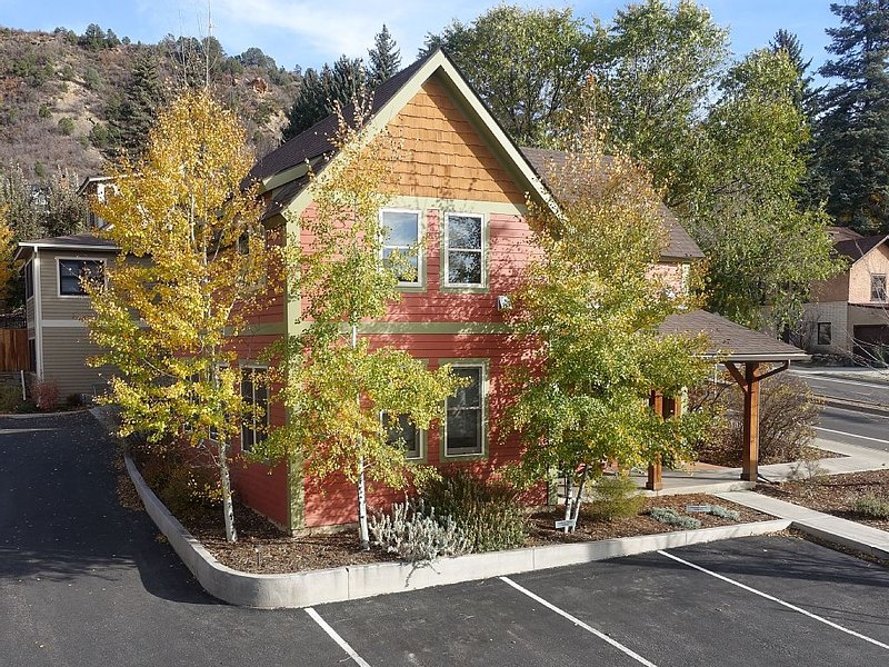 Downtown Durango-New Custom Timber Frame-the Carriage House, vacation rental in Durango