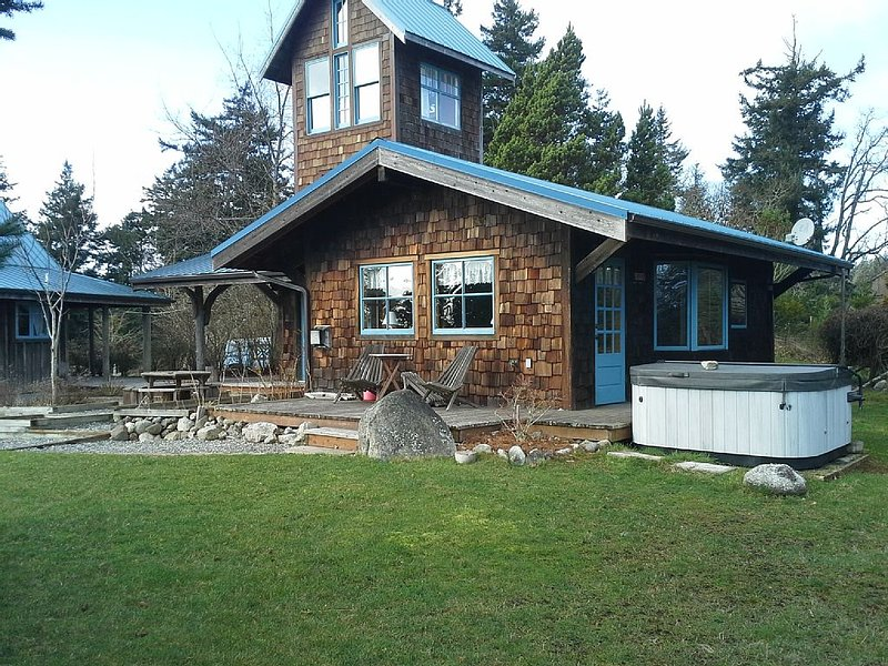 Adjacent guest house and hot tub