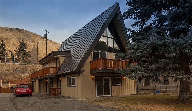 Just Remodeled A-frame House In Warm Springs With An Italian Touch., Ferienwohnung in Ketchum