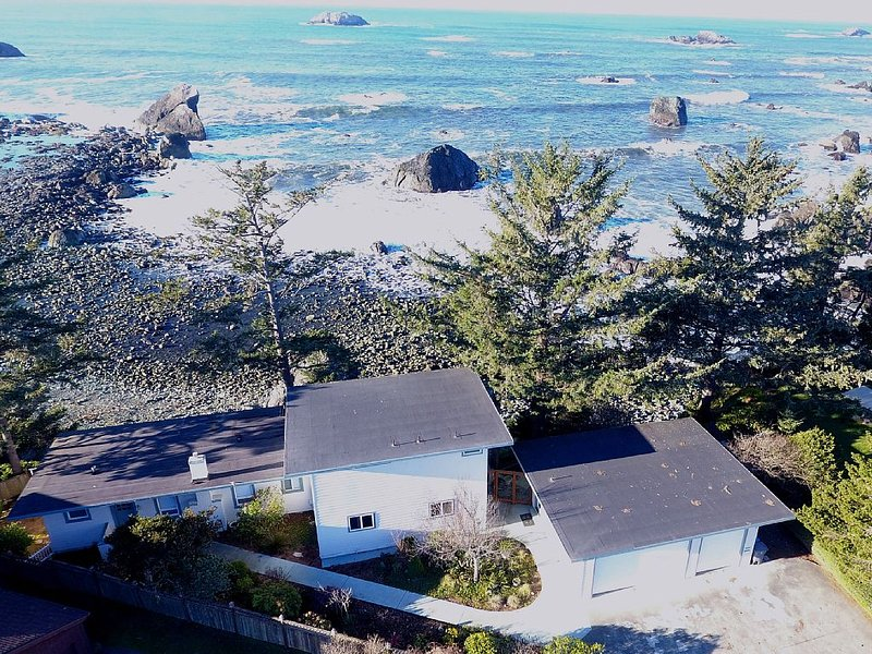 Fantastic Oceanfront Get Away With Awesome Views., holiday rental in Hiouchi