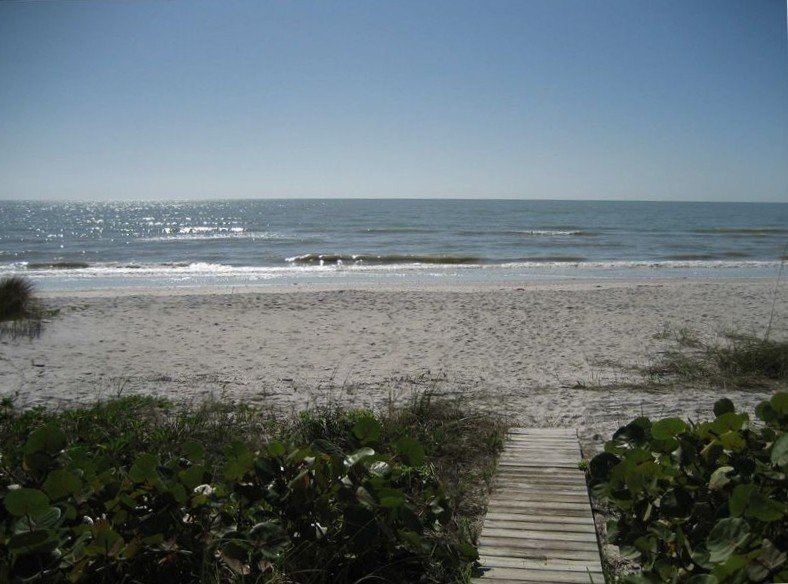 Direct Oceanfront Villa Sanibel 1 - A, holiday rental in Sanibel Island