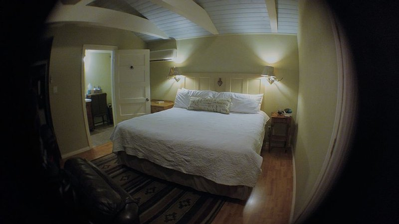 Casa Hermosa King Is The Perfect Spot For Your West Texas Getaway!, holiday rental in Fort Davis